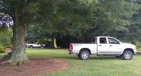soyez témoin de l'incroyable puissance d'un camion Dodge 4X4