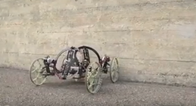 Disney invente Vertigo, une voiture robotisée qui grimpe sur les murs.